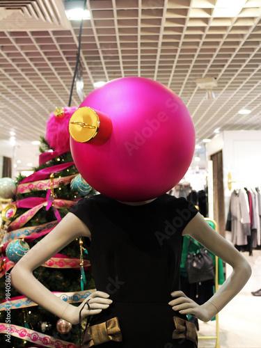 Poster mannequin avec tête en boule de Noël