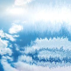 błękitne niebo odbite w wodzie