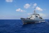 Kriegsschiff in Fahrt 2 - 98476481
