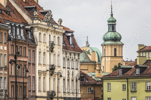 Old town in Warsaw, Poland. The Royal Castle and Sigismund's Col - 98510048