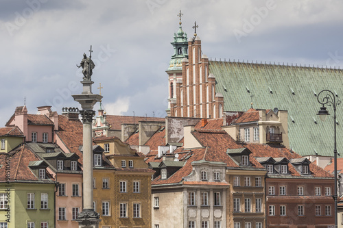 Old town in Warsaw, Poland. The Royal Castle and Sigismund's Col - 98510671