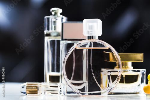 Poster Parfüm-Flaschen