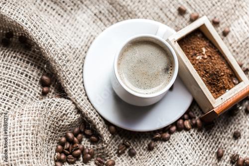 Papiers peints Café en grains Coffee grains and coffee cup