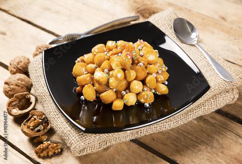 """Struffoli Christmas cake typical Neapolitan"""" Imagens e fotos de stock ..."""