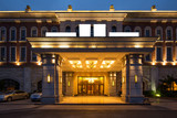 entrance of luxury hotel - 98997233