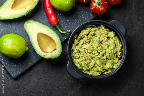 Plagát, Obraz Bowl of guacamole with fresh ingredients