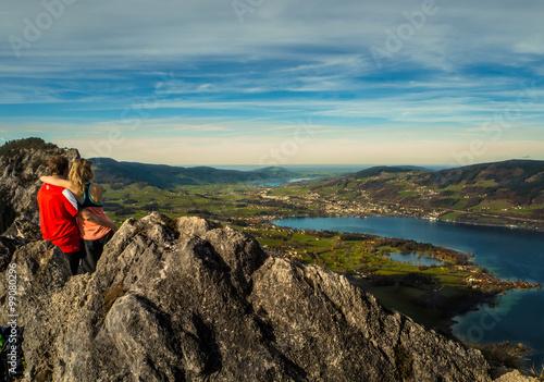 Poster Hug on the mountain top
