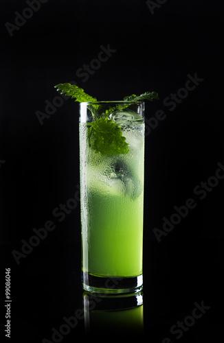 zielony-koktajl-z-mieta
