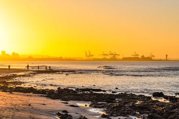 Zachód słońca na plaży Port Elizabeth; Republika Południowej Afryki