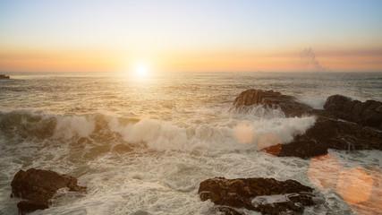 Ocean Surf podczas zachodu słońca.