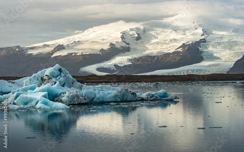 Plakat Ice cube and iceberg at Jokulsarlon glacial lagoon with snow mountain background