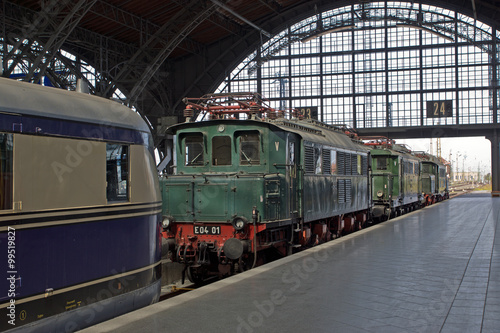 Naklejka Alte Lokomotiven im Bahnhof