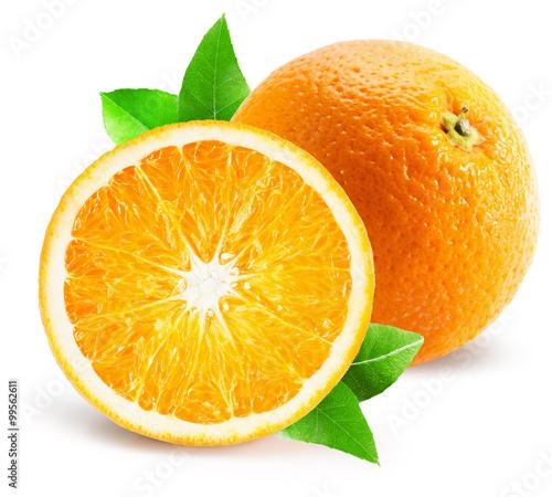 pomarańczowy z pół pomarańczowy na białym tle