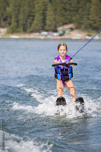 Papiers peints Nautique motorise Young Waterskier learning to ski on a beautiful scenic lake