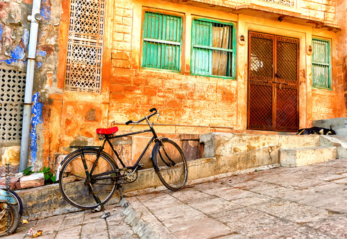 fototapeta na ścianę Street view of old quarters in Jodhpur city in India