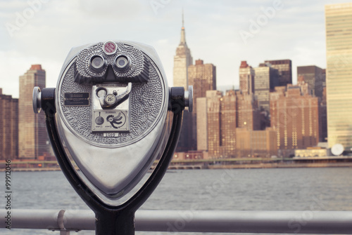 Poster Coin Operated Binocular overlooking Manhattan from Long Island