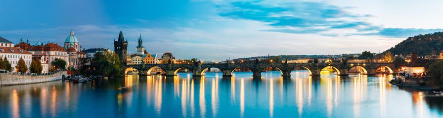Nocna panorama Pragi, Czechy
