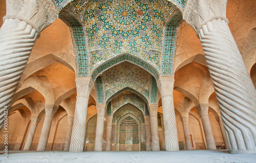 fototapeta na ścianę Persian patterns on the ceiling of mosque with columns and artworks, Iran