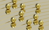 Złote kulki na torze