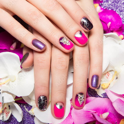 Beautiful colorful manicure with bubbles and crystals on female hand. Close-up.  - 100152094
