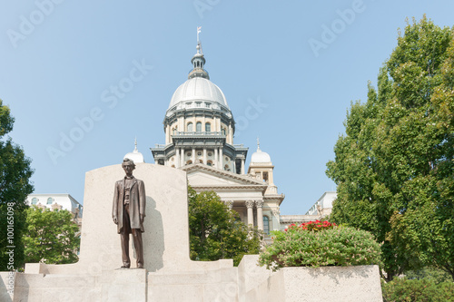 Springfield Illinois USA statue of Abraham Lincoln in front of State Capitol Building Poster