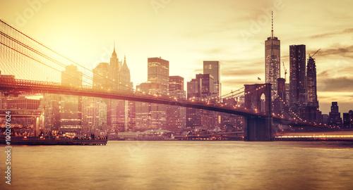 Zdjęcia na płótnie, fototapety na wymiar, obrazy na ścianę : Retro stylized Manhattan at sunset, New York, USA.