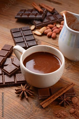 Papiers peints Chocolat squisita cioccolata calda nella tazza