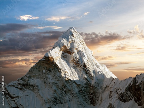 Ama Dablam on the way to Everest Base Camp - 100475283