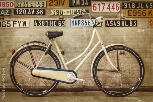 Zdjęcia na płótnie, fototapety na wymiar, obrazy na ścianę : Vintage lady bicycle in an old factory