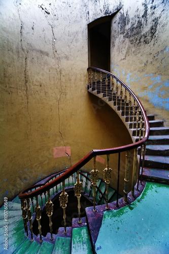 Zdjęcia na płótnie, fototapety na wymiar, obrazy na ścianę : Klatka schodowa we wrocławskiej kamienicy