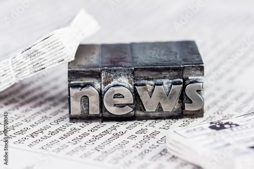 Leinwanddruck Bild News in Bleibuchstaben
