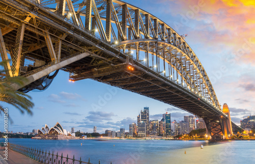 Plagát, Obraz Magnificence of Harbour Bridge at dusk, Sydney