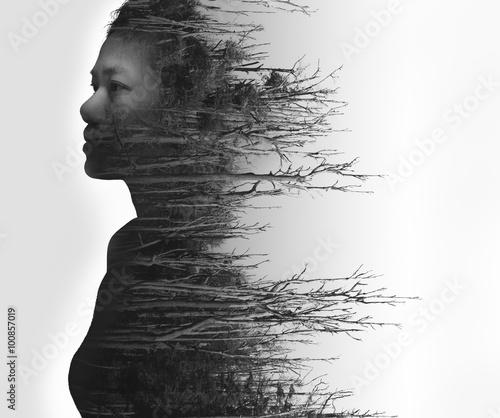 dwoistego-ujawnienia-portret-mloda-kobieta-i-suszaca