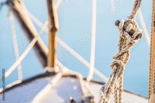 Fotobehang Schip Takelage Segelschiff Taue Seile