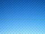 青空と金網