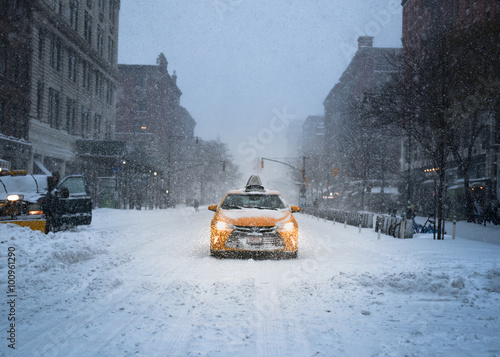 Deurstickers New York TAXI New York City Yellow Taxi Cab in the Snow