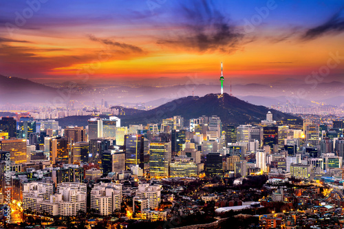 Foto op Plexiglas Seoel View of downtown cityscape and Seoul tower in Seoul, South Korea