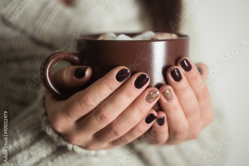 Foto op Canvas Chocolade Brown cup with cocoa and marshmallow in the hands of the girl. M