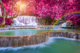 Wodospad w lesie deszczowym (Tat Kuang Si Wodospady w Luang praba