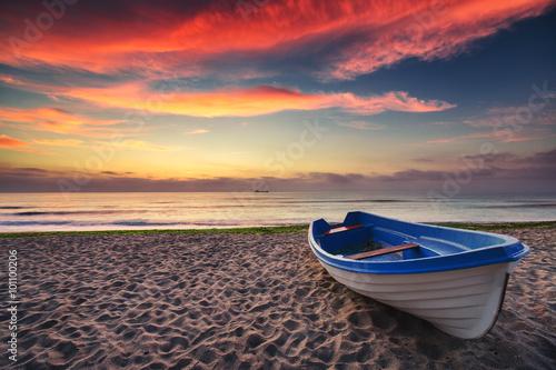 Fototapety, obrazy : Boat and sunrise