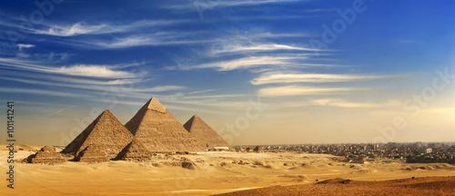 egipt-kair-giza-ogolny-widok-piramid-i-grod