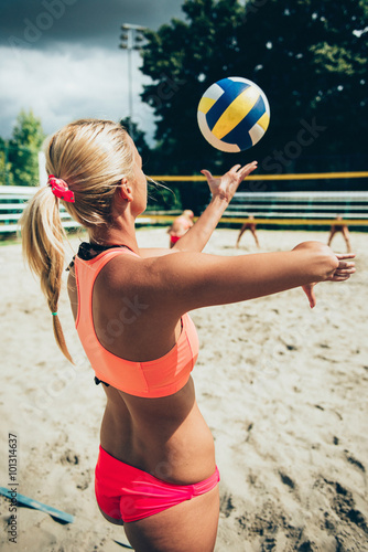 Beach volleyball girl serving Tableau sur Toile