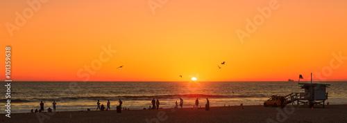 Papiers peints Orange eclat Beach at orange sunset, Manhattan Beach, Los Angeles, California