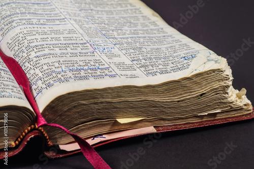 Zdjęcia na płótnie, fototapety, obrazy : Well Ready Open Bible