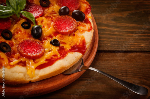 Foto op Canvas Pizzeria Pepperoni pizza on wooden table
