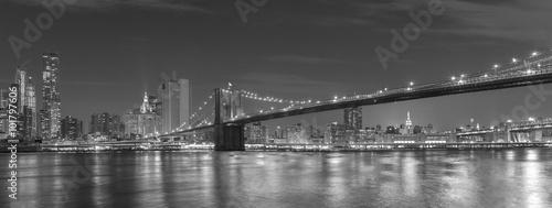 most-brooklynski-i-manhattan-przy-noca-miasto-nowy-jork-usa