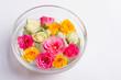 Obrazy na płótnie, fototapety, zdjęcia, fotoobrazy drukowane : Plate with flowers. Multicolored roses in the water.