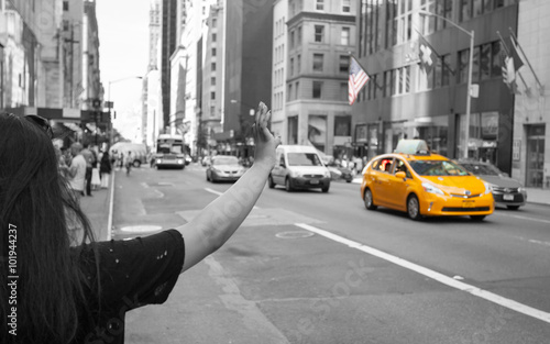Foto op Plexiglas New York TAXI Tourist call a yellow cab in Manhattan with typical gesture