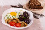 fried egg with mushrooms, tomatoes and black pudding
