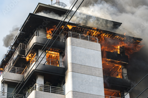 building on fire / big fires /news